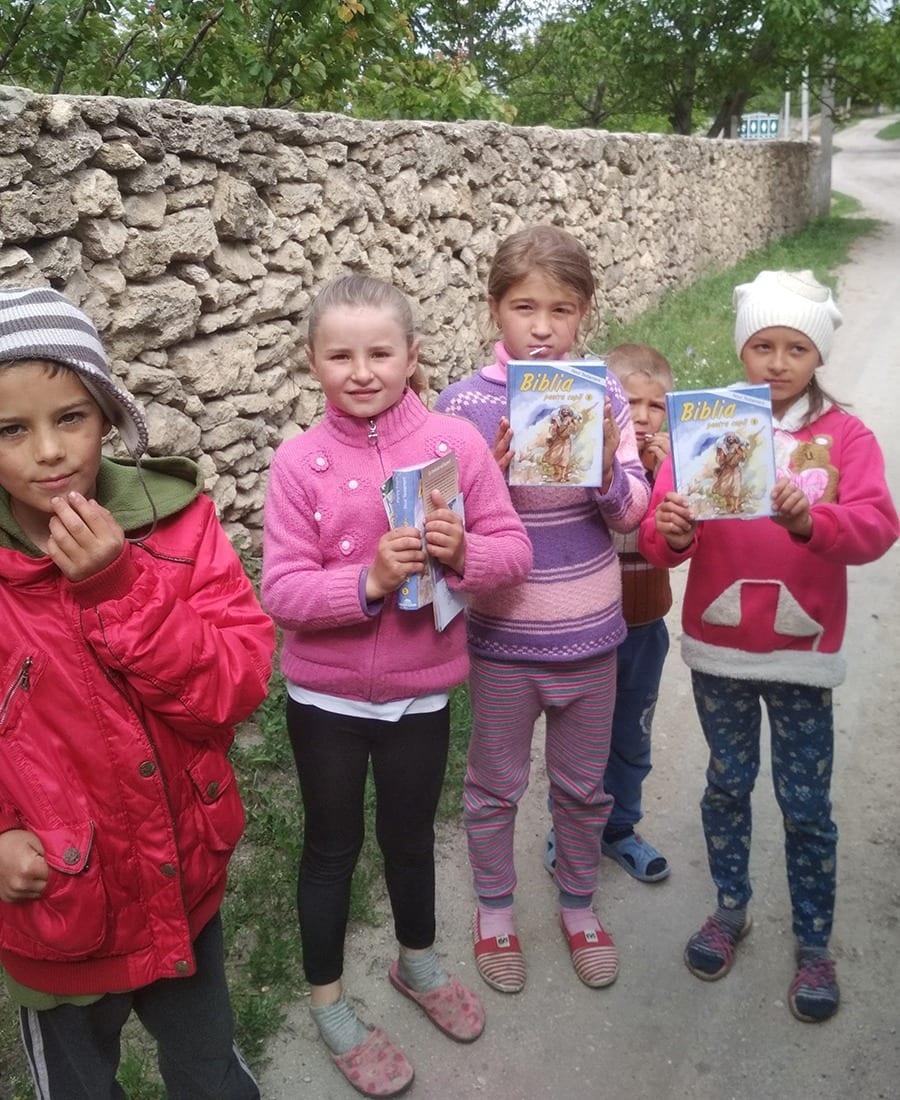 Children receiving gospel literature in Moldova