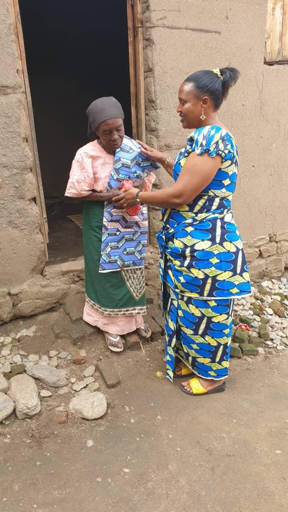 Women praying in Africa